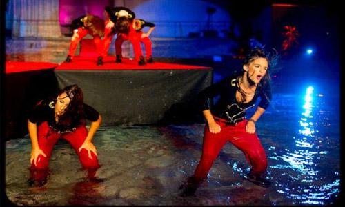 Naše plesalke poskrbele za aktraktivni nastop na Miss Earth 2011! :) 8